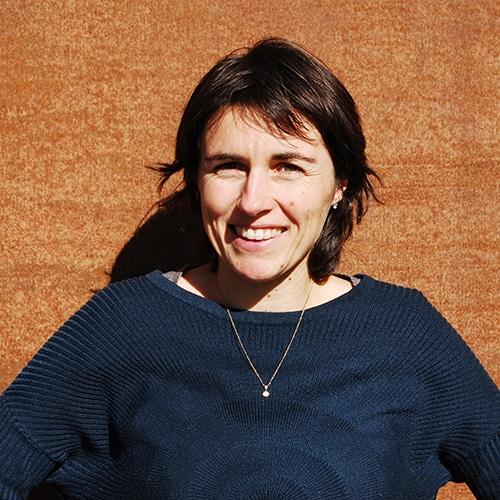 Virginie Cantagrel, responsable de l'entreprise Elle virevolte - Robes et jupes en tissus bio GOTS pour fillettes. Création française (Aveyron)