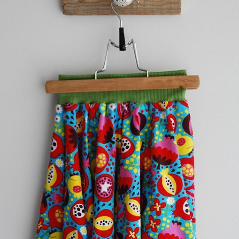 Jupe bio de la boutique Elle virevolte Robes, jupes et accessoires en tissu bio GOTS pour fillette. Création française (Aveyron)