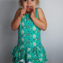 Robe vague de la boutique Elle virevolte Robes, jupes et accessoires en tissu bio GOTS pour fillette. Création française (Aveyron)