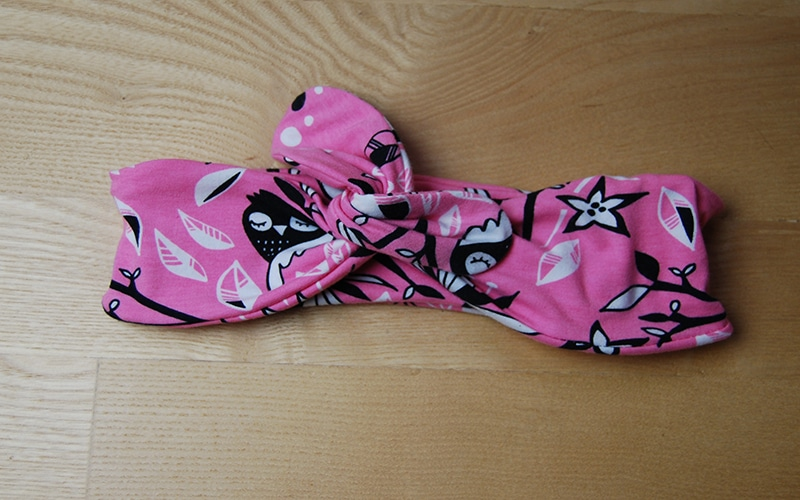 Headband (bandeau noué) de la boutique Elle virevolte Robes, jupes et accessoires en tissu bio GOTS pour fillette. Création française (Aveyron)